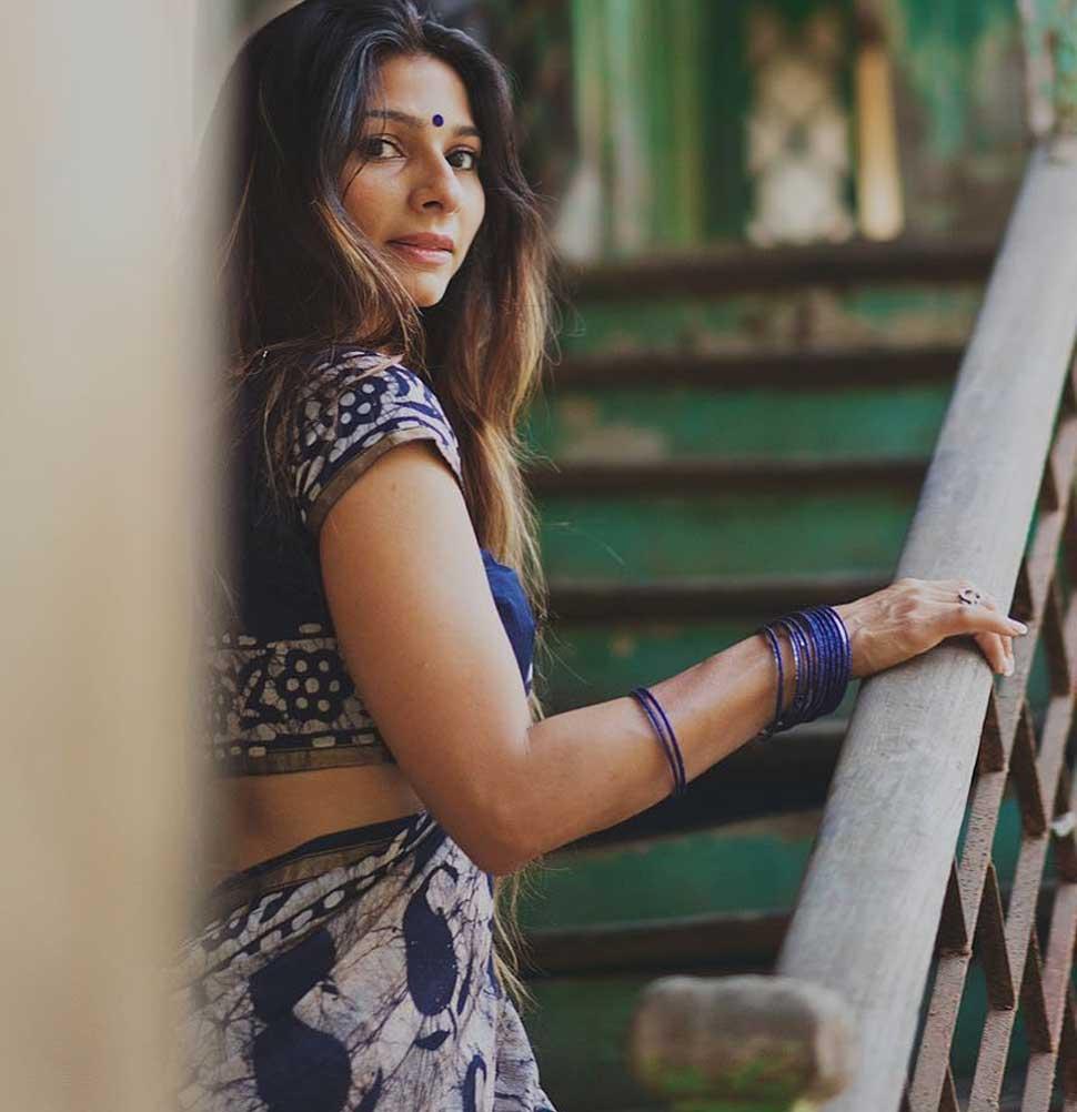 तनीषा मुखर्जी हॉट फोटोशूट | Tanisha Mukherjee Photoshoot | ग्रे ड्रेस में ग्लैमरस लुक से ढाया कहर